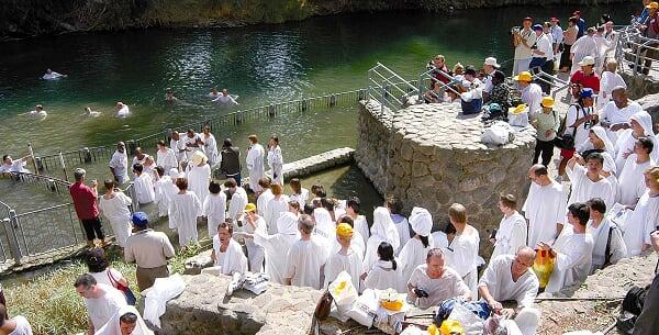 صور لاماكن حقيقيه تواجد فيها يسوع المسيح Sacred-jordan-river-baptism