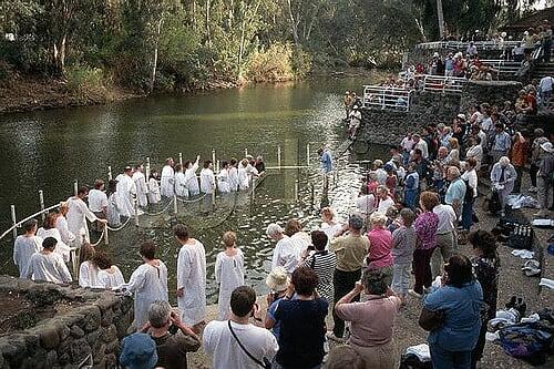 صور لاماكن حقيقيه تواجد فيها يسوع المسيح Sacred-jordan-river